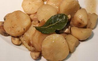 Aardperen met champignons, tijm en citroen