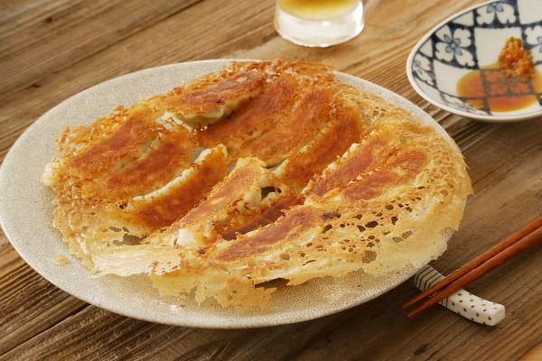 パリパリの羽根つき餃子 by 川崎利栄 | レシピサイト「Nadia | ナディア」プロの料理を無料で検索