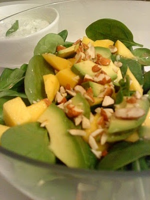 Mango-salat m/spinat, rucola & mandler