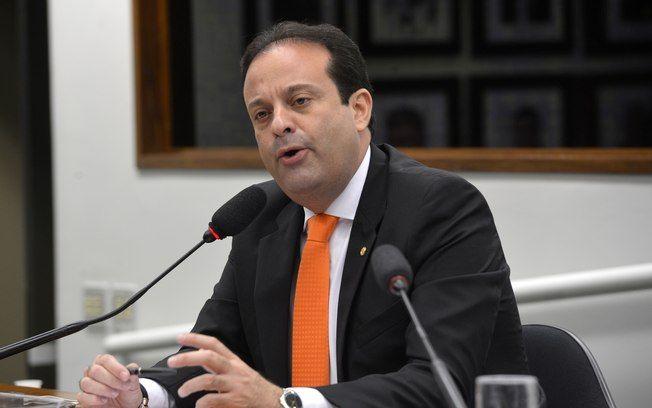 O líder do PSC, deputado Andre Moura (SE), defende a permanência de Eduardo Cunha na Câmara