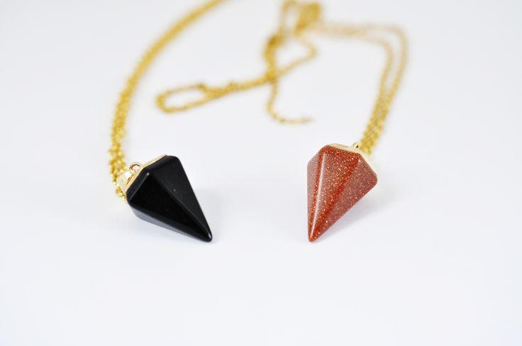 collar negro triángulo invertido negro café #brown #black #golden #retriever #people #like #somewhere