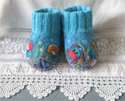 Cutest needle felting project I've EVER seen! Baby booties with adorable characters & scenes. I wish I had these skills! Or a link to buy some online?