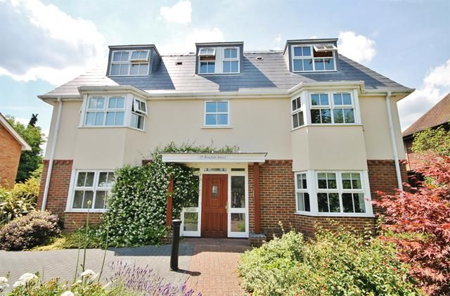 Today's Featured Property - An immaculately presented two bedroom ground floor modern apartment situated within walking distance of both #Chertsey Town Centre and Train Station. http://www.astonmead.com/property/?pid=3391045