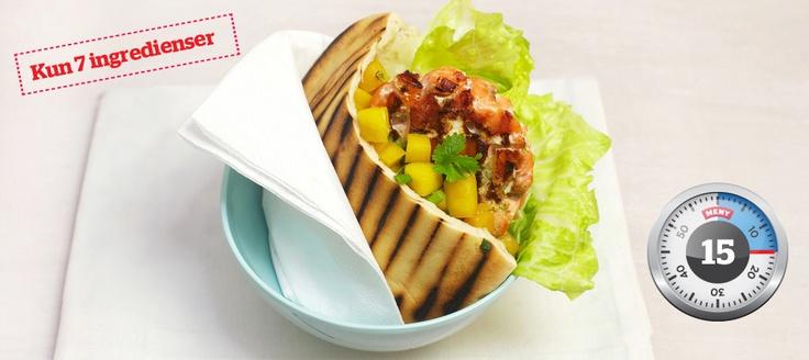 En sunn og lett burger av deilig fersk laks, reker og vårløk! Med mango