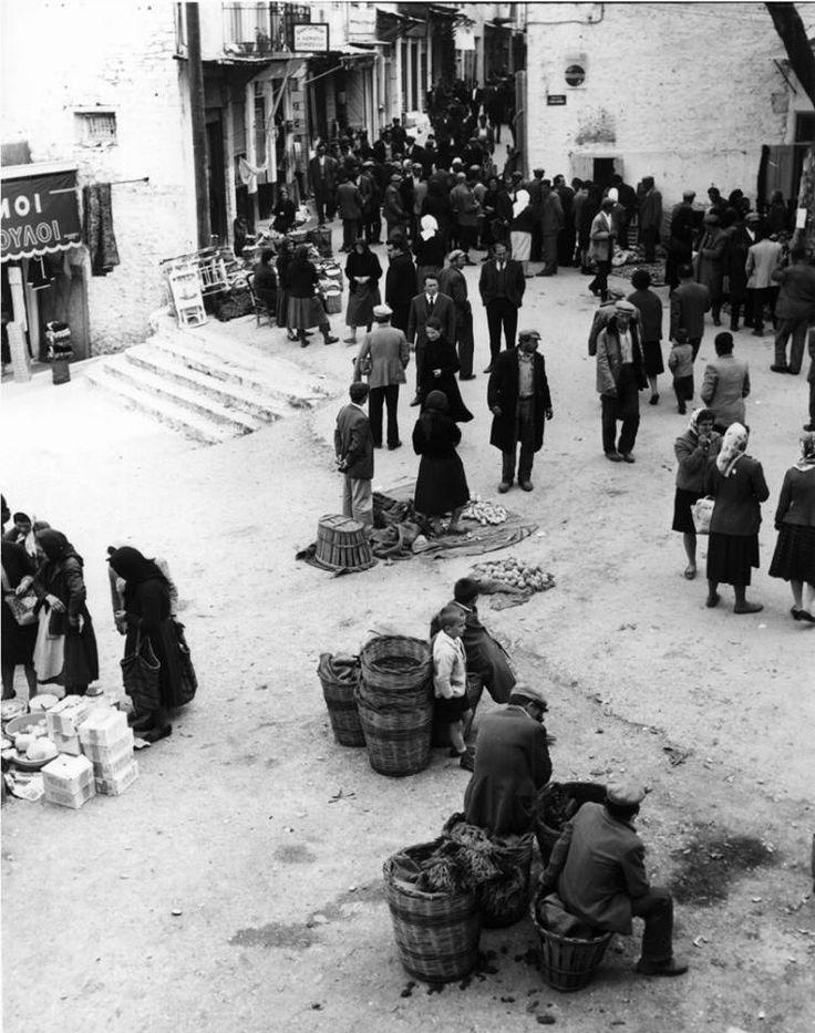Ανδρίτσαινα, υπαίθρια αγορά, 1963, φωτογράφος Lala Aufsberg.