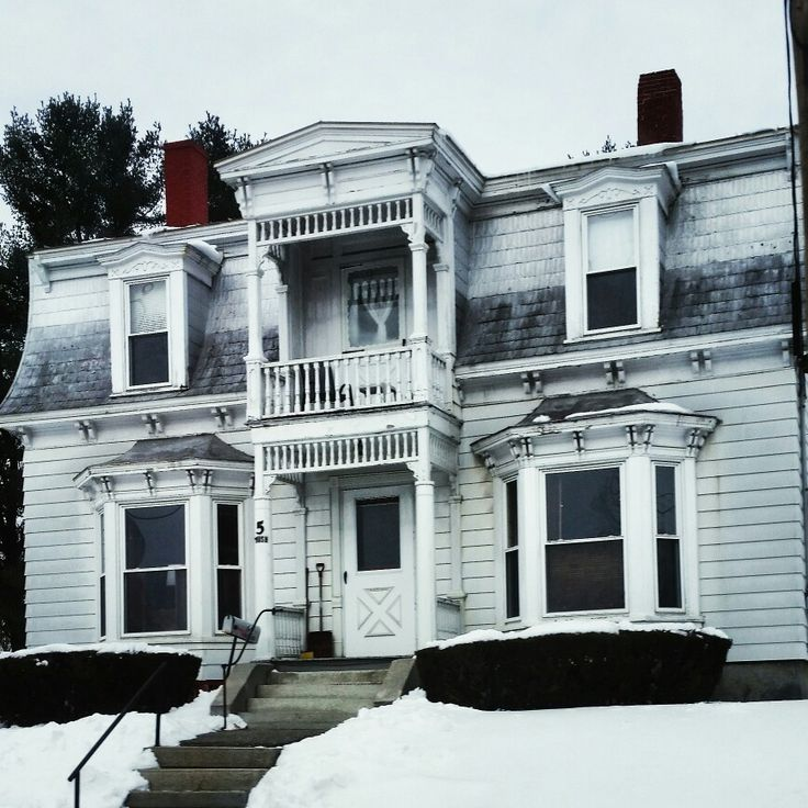 Old Victorian Era Home In Skowhegan Me