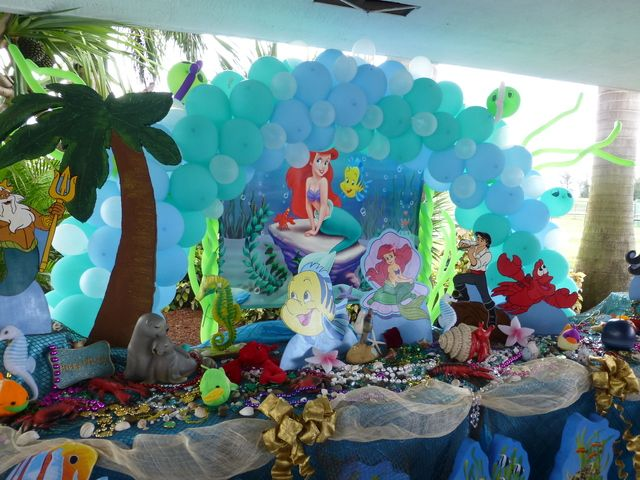 "Little Mermaid party table with balloon ""bubbles"" #mermaid #party"