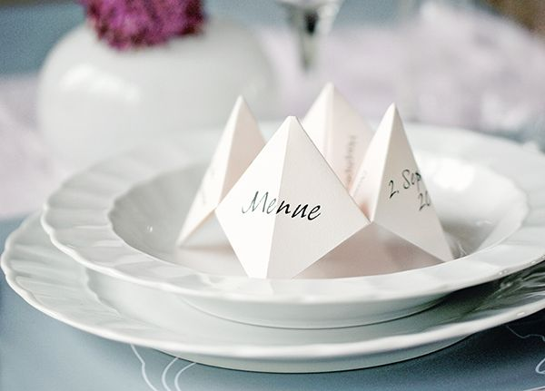 Tischkarten mal anders. Komplett mit dem Menue des Abends :) Himmel & Hölle http://ynas-design.blogspot.de/2014/09/diy-tischdeko-himmel-holle.html