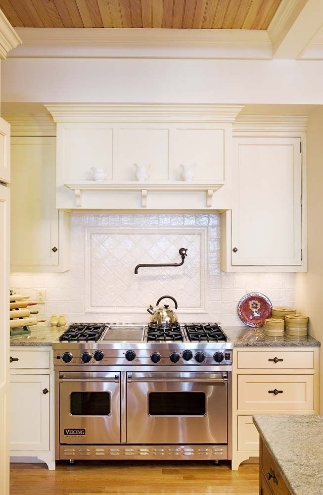 kitchen cabinet hoods 17 best images about classic white kitchens on 2546