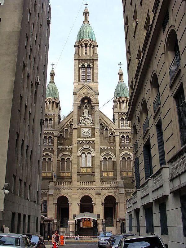 Basilica del Santisimo Sacramento vista desde el pasaje Kavanagh. Barrio de Retiro.-