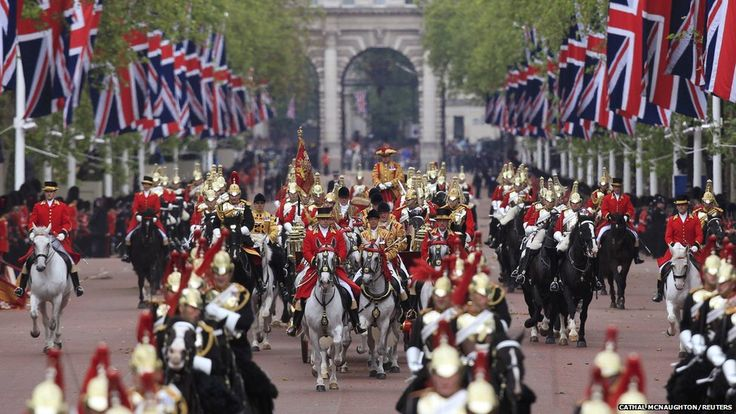 Queen Elizabeth (hidden) rides in the 1902 State Landau carriage as she leads a carriage procession through central London, en route to Buckingham Palace: Queen Diamonds, Queen Elizabeth, Households Cavalri,  Busby, Carriage Process, The Queen, Things British, Elizabeth Ii, Diamonds Jubilee