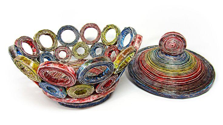 Como hacer cestas de periódico con tapa. How to make newspaper basket wi...
