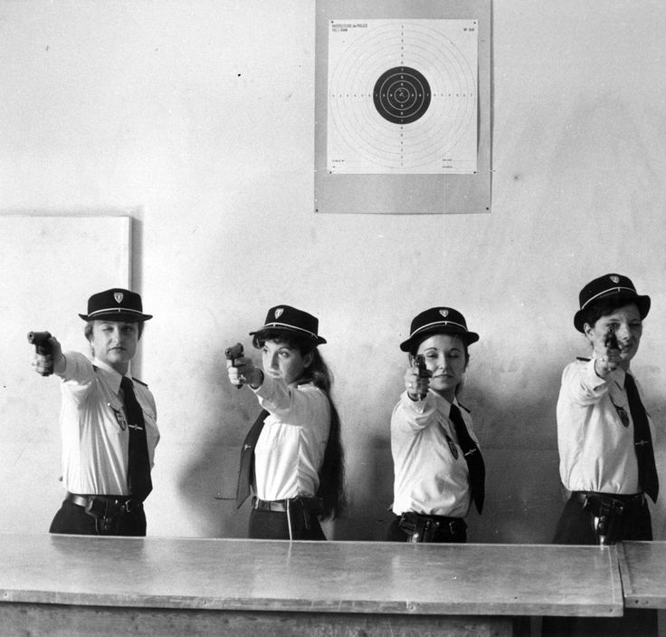 A line of female police officers take aim during a target practice session. French police auxiliaries from the [Prefecture de Police de Paris], Paris, France, circa 1965. (Photo by Keystone)