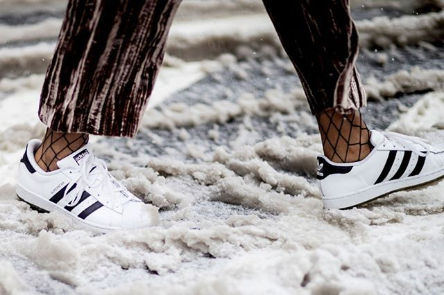 Se você curte moda com certeza já foi atrás da sua meia arrastão para montar os looks de inverno. Sabia que dá para combinar o acessório com qualquer tipo de sapato? De tênis a escarpins de botas à loafers! No #LinkDaBio nós mostramos os calçados mais usados pelas fashionistas com esse item. #MeiaArrastão #Tendência #Inverno2017  via MARIE CLAIRE BRASIL MAGAZINE OFFICIAL INSTAGRAM - Celebrity  Fashion  Haute Couture  Advertising  Culture  Beauty  Editorial Photography  Magazine Covers…