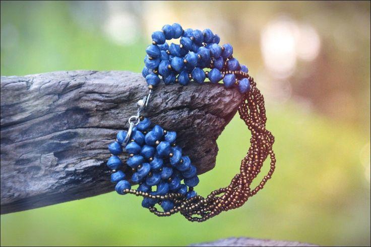 Denzell Diepblauwe Oegandese Kralen Armband   Made By 22 Stars