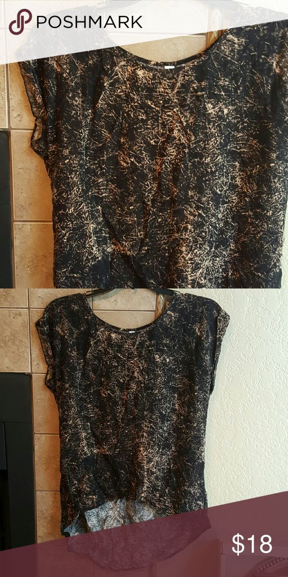 NEW Xhilaration Abstract top Black and cream  cap sleeves top. High low. 28in long. Xhilaration Tops