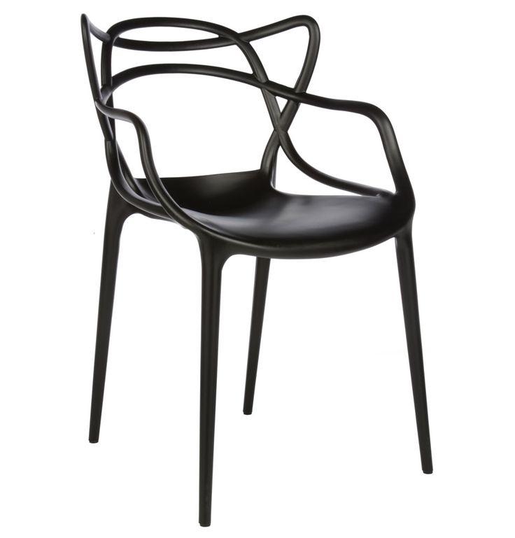 Silla Masters. Creada recientemente (2011) por Philippe Starck. Su respaldo copia la forma de 3 sillas famosas: la Tulip, la Eiffel y la Serie 7.