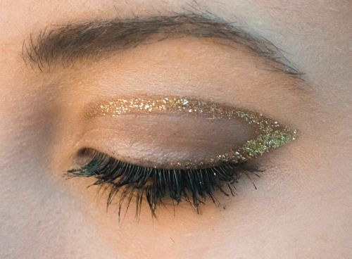 gold gliter crease and wing