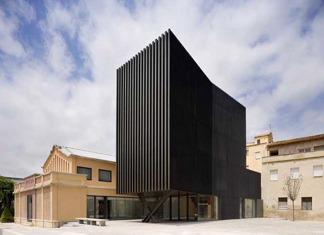 """CENTRO CÍVICO """"Mercat de Ferreries"""", por Arquitecturia."""