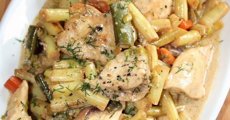 Co najlepiej zrobić, by mając w lodówce zaledwie kawałek kurczaka, nakarmić kilka osób? Najlepiej zrobić kurczaka w potrawce :) W połączeni...