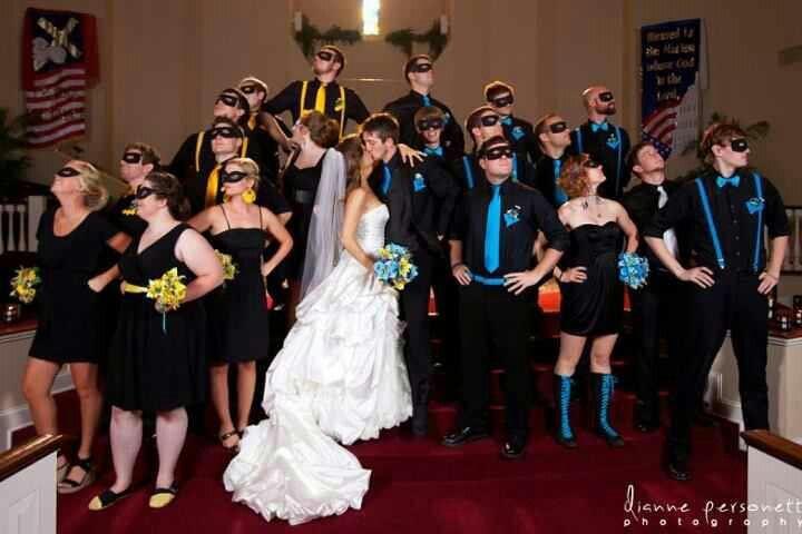 True fans have a Batman themed wedding lol... This is so cute!