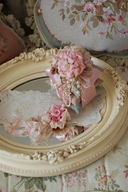 <3 Shabby Chic Cottage Pink Roses: