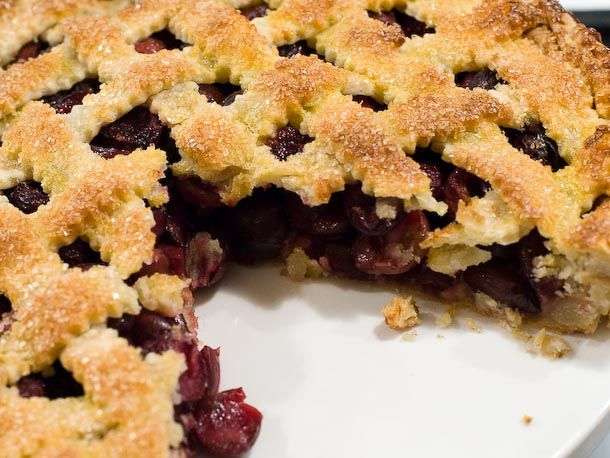 sweet cherry pie 2 pounds sweet cherries, pitted and halved Seeds of 1 vanilla bean or zest of 1 lemon (your choice) 1/2 cup sugar 4 teaspoons cornstarch or tapioca starch