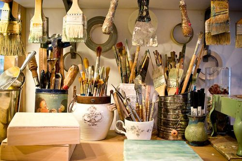 i love brushes in all kinds of vessels.