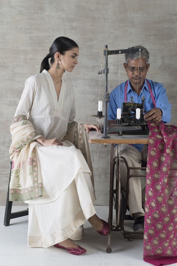 TIMELESS ELEGANCE Our Summer Sustain collections of gossamer Voile, handwoven Chanderi and textured Khadi are coordinates to build a wardrobe for the season. Romantic handblock prints and delicate embroidery details celebrate our culture of craft along with our textile heritage. These classic styles are timeless and effortlessly elegant. Available across all Good Earth shops. #GoodEarthSustain #Handblock #SustainableLuxury
