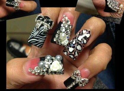 #animalprint #estilosinaloa #acrilicnails #uñasacrilicas #perlas #cristales #zwarovzky #dijes #uñaslargas #moños #zebra #leopardo #mipasion