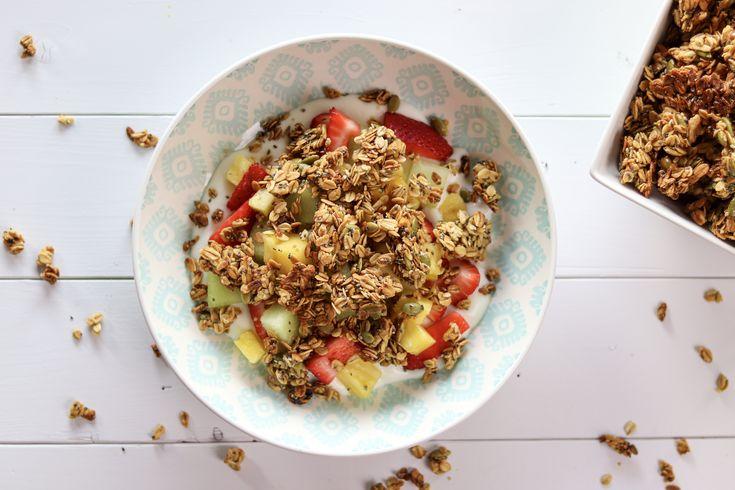 Maple Walnut and Honey Granola breakfast loaded with fruit and greek yogurt. #breakfast #food #whipped #greekyogurt #Yogurt