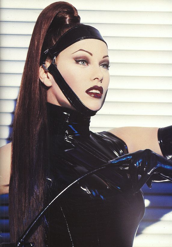 Collection Automne Hiver 1996 - 1997 Thierry Mugler