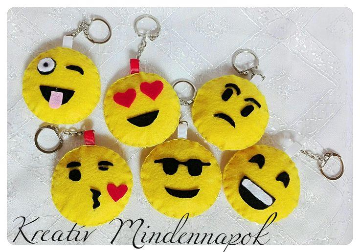 Kézzel varrt filc emoji kulcstartók 😁😘😉😊