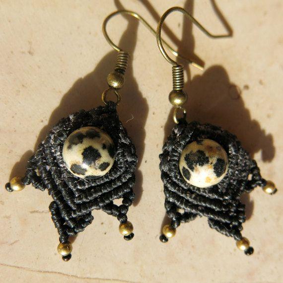 Orecchini pendenti in macramè con Diaspro Dalmata - Orecchini fatti a mano con pietre semipreziose naturali - Diaspro dalmata bianco e nero