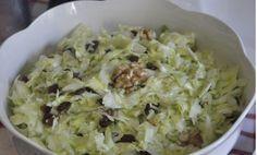 Elmayla ve üzümle hazırlanan müthiş bir salata tarifidir. Misafirlerinize değişik salatalar hazırlamak istiyorsanız sizlere bu nefis salata tarifini önermek isteriz.