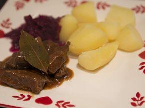 Stoofvlees met bruin bier en ontbijtkoek (oma's draadjesvlees) recept | Foodbook