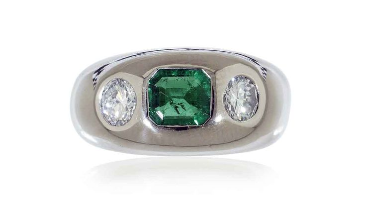 Schmuck kaufen Juwelier Weissgold Bandring  Kolumbianischem Smaragd  Brillanten Antikschmuck ankauf Weissgold Bandring mit Kolumbianischem Smaragd 0,83ct und zwei Brillanten 0,90ct #Schmuck #Schmuck-Boerse #vintage #verlobung #diamant #verlobungsringe #ringe https://www.schmuck-boerse.com/index-gold-ringe.htm