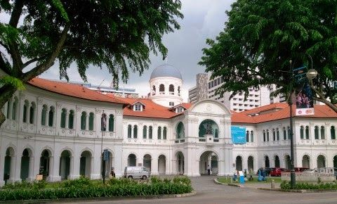Dari beberapa diantara lokasi kunjungan turis yang sayang untuk ditinggalkan adalah Singapore Art Museum. Museum kesenian tersebut merupakan museum nasional yang sangat ramai akan pengunjung di negara maju tersebut. Koleksi-koleksi kesenian yang disuguhkan juga termasuk jenis kesenian yang nilainya menjulang. Karya yang terdapat didalam museum nasional kesenian tersebut berkisar mencapai 7000 karya seni yang datangnya dari Asia. Berbagai pelosok negeri di dunia dan juga Singapura khususnya…