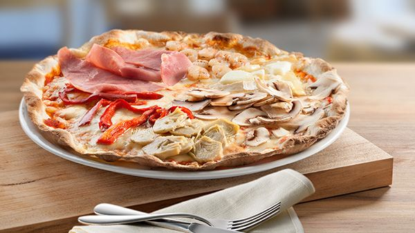 No son 4 estaciones, sino 6 las que forman nuestra #Pizza 6 Stagione: #Tomate, #mozzarella, rulo de #cabra, #gambas, jamón york, #champiñones, #alcachofas y #pimiento rojo http://www.latagliatella.es/menu/le-pizze-pizzas/