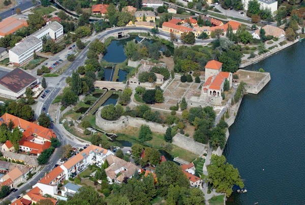 Castle and lake of Tata #Hungary #castle