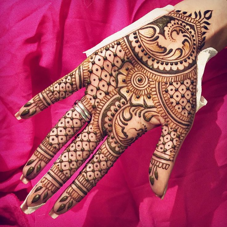 Don't mind the white tape peeking out on back side of the hand, it's just holding another #hennadesign in place :) (Can't you guess by the color of the back drop where I've been doing #mehndi tonight?) Huge thanks to @riffat_henna_shop for hosting such a lovely evening! It was so great to connect with more members of the henna community here in #London! Already looking forward to my next visit to the #UK! #maplemehndi #pink #hennapro #hennaart #designer #hand #bridalhenna #hennaartist ...