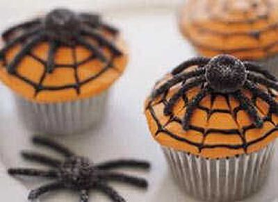Scary Spiderweb Cupcakes http://alwaystheholidays.com/scary-spiderweb-cupcakes/