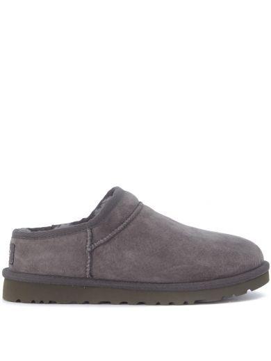 UGG Slip-on Ugg Classic Slipper In Camoscio Grigio. #ugg #shoes #slip-ugg-classic-slipper-camoscio-grigio