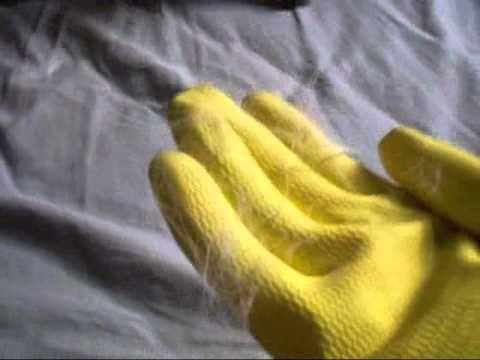 Para remover pêlo de gato da cama e sofá