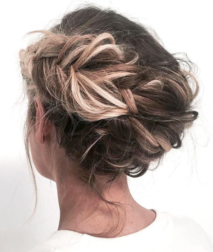 17 meilleures id es propos de couronne en tresse sur pinterest cheveux avec tresses en - Chignon haut decoiffe ...