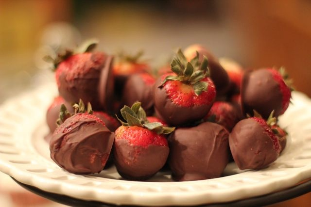 our life in a click: {Pinned}Dipped Chocolate Vodka Soaked Strawberries