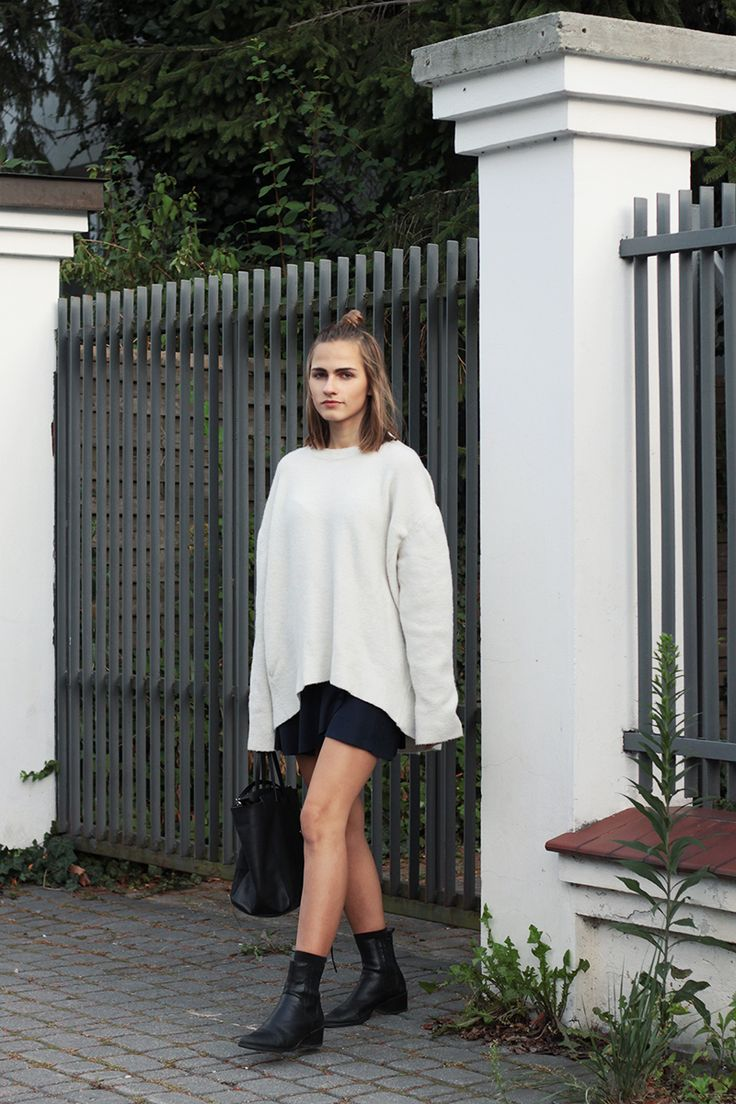 Oversized sweater and Vagabond boots - SO IN CARMEL