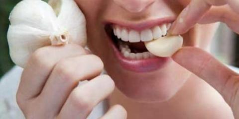 Kunyah Bawang Putih Panggang Tiap Hari, Hasilnya Mencengangkan