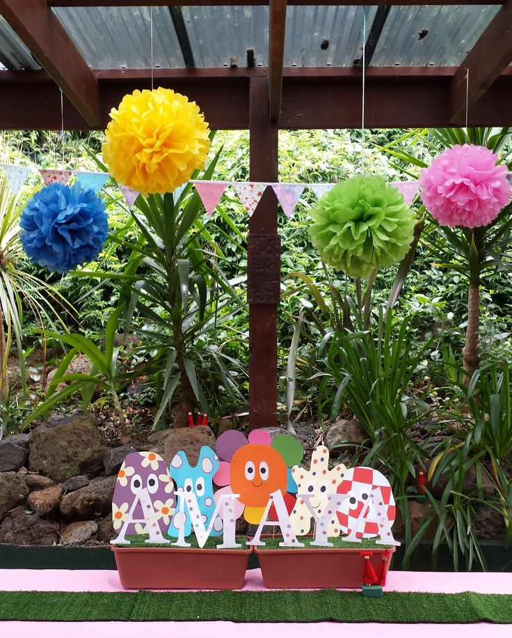 Centrepiece, In The Night Garden party. See blog for instructions. #inthenightgarden #partytable #kidsparty #easybreezyparties