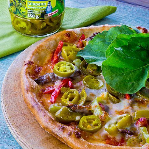 Jalapeno Turşulu Pizza http://www.penguenyemektarifleri.com/Anasayfa/Yemek_Tarifi/46/jalapeno-tursulu-pizza